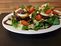 Überbackene Auberginen auf Feldsalat
