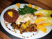 Roter Reis mit Kabeljau-Filet