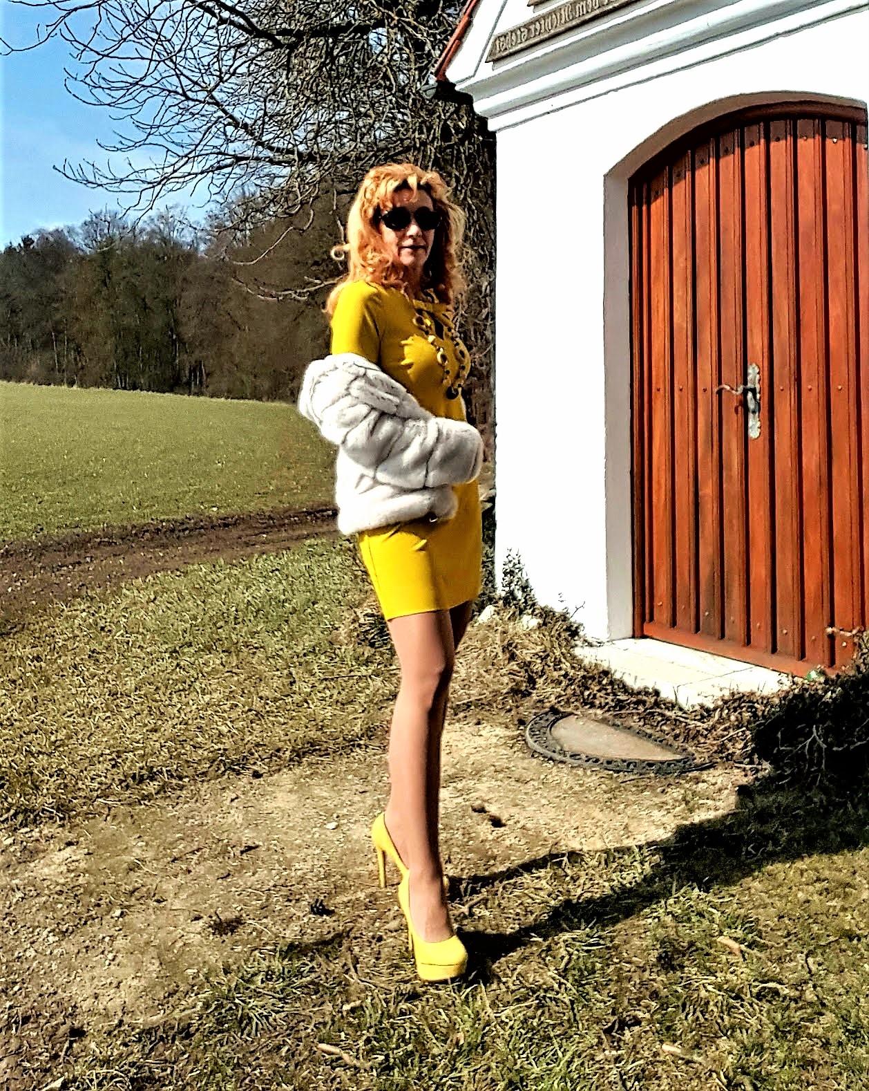 Sonnengelbe Kleider kombinieren; gelbe Kleider