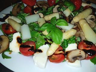 Ende der Spargelsaison – Spargel mit Salat