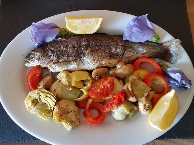 Gegrillte Regenbogenforelle, Fisch grillen
