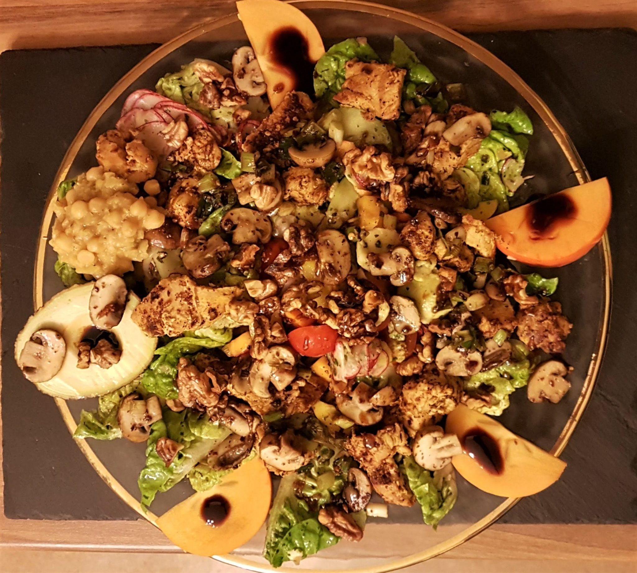 Walnüsse und Hülsenfrüchte, kandierte Walnüsse, Salat mit Wahlnüssen