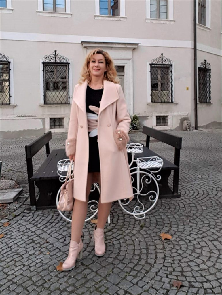 Wollmantel in der Trendfarbe Rosa