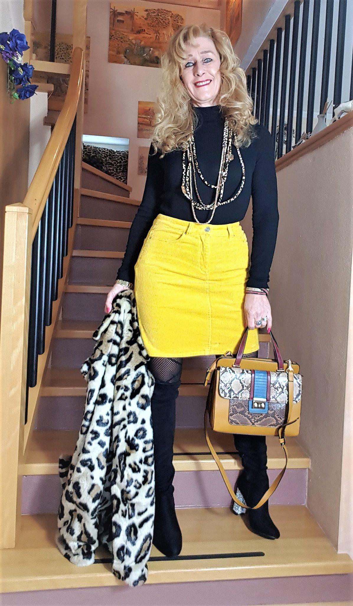 Trendfarbe Gelb, gelber Cordrock