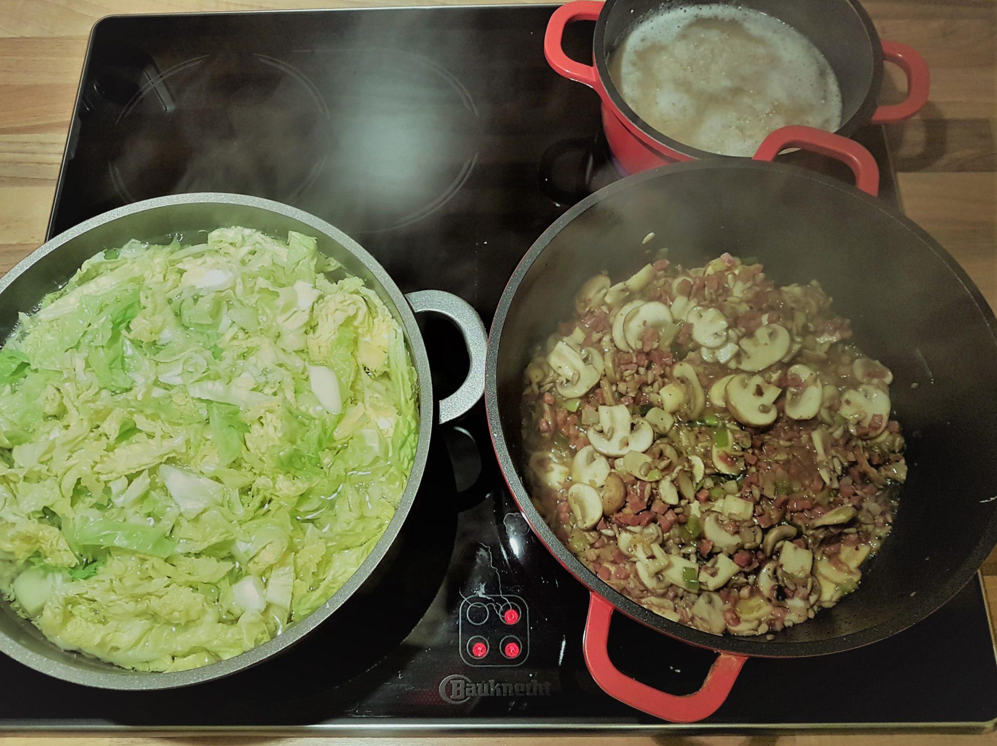 Wirsing-Gemüse mit Speckwürfel und Quinoa