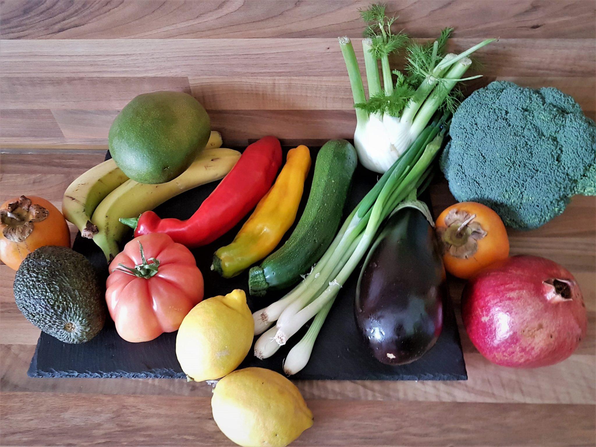 frisches Gemüse und Obst, Vitamine, gesunde Ernährung