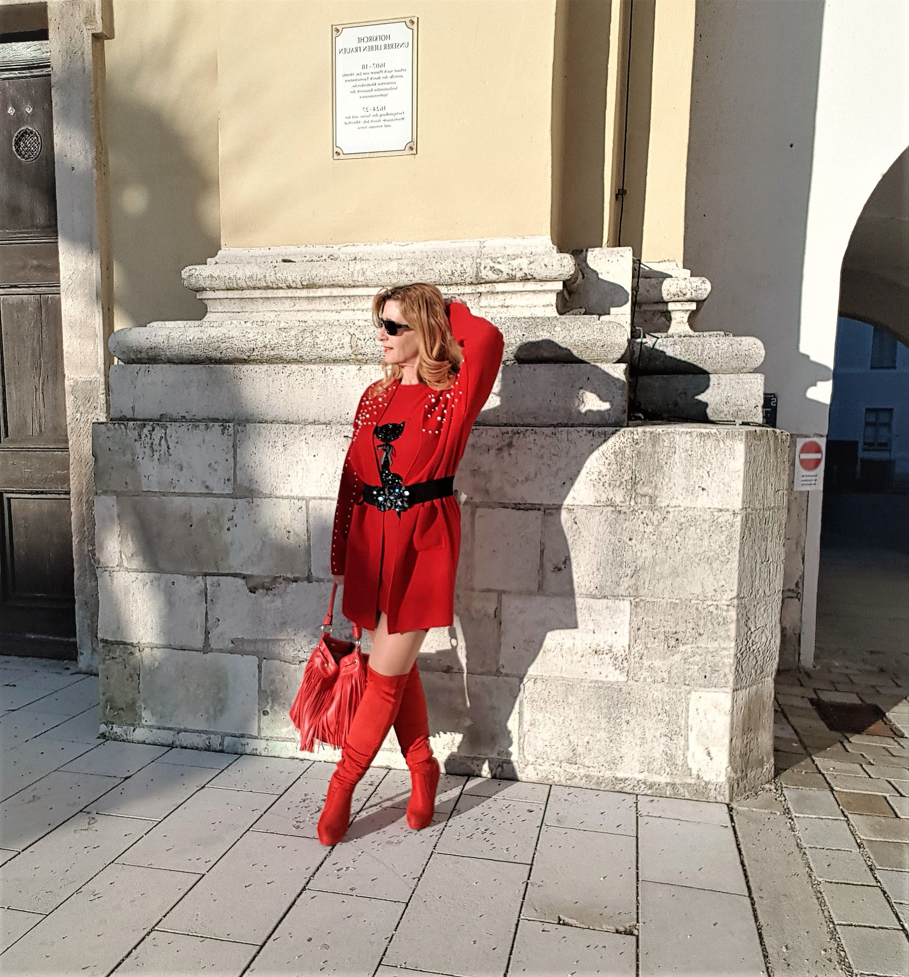 Tag der Liebe, Outfit in Rot