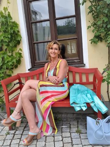 Der Sommer-Trend – gestreifte Maxi-Kleider