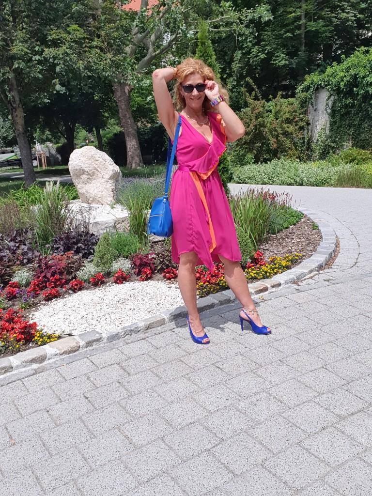 "Kleid von ""Rinascimento"" im Color-Blocking Trend"