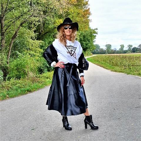 Röcke aus Leder – ein absolutes Muss in dieser Saison